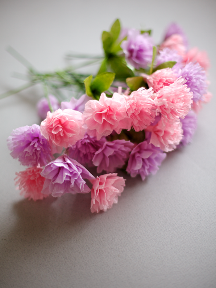 comment cr er une fleur en papier cr pon d coration. Black Bedroom Furniture Sets. Home Design Ideas