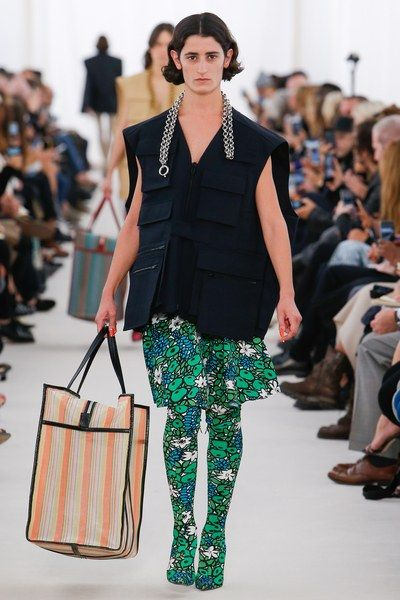 See the complete Balenciaga Spring 2017 Ready-to-Wear collection.
