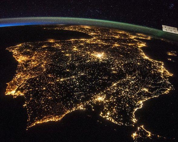 La Tierra De Noche Vista Desde El Espacio Contaminación Lumínica Fotos De La Tierra Tierra Desde El Espacio