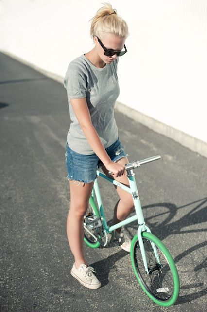 Pin By Malle Cano On The Folding Bike Bicycle Girl Urban Bicycle Bicycle