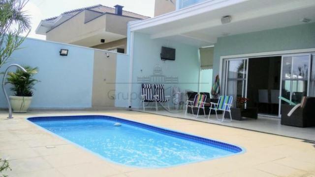 Casa em casa de condomínio 4 quartos à venda com Área de