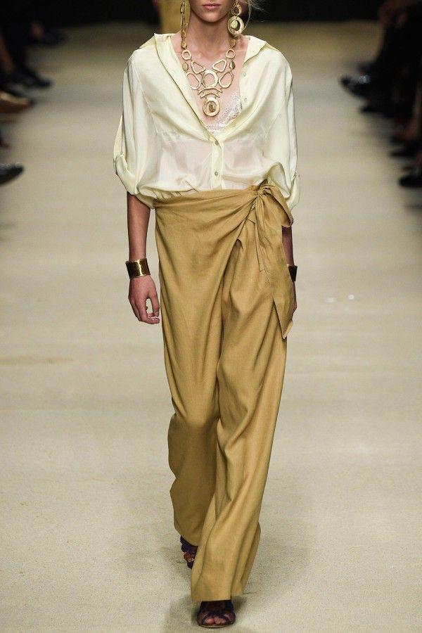 ALBERTA FERRETTI – SS16 – PREORDER HERE: www.precouture.co... PRECOUTURE.COM is the first European website offering the possibility to preorder the looks straight from the runway. Order your looks now and wear them before anyone else, before it hits stores!