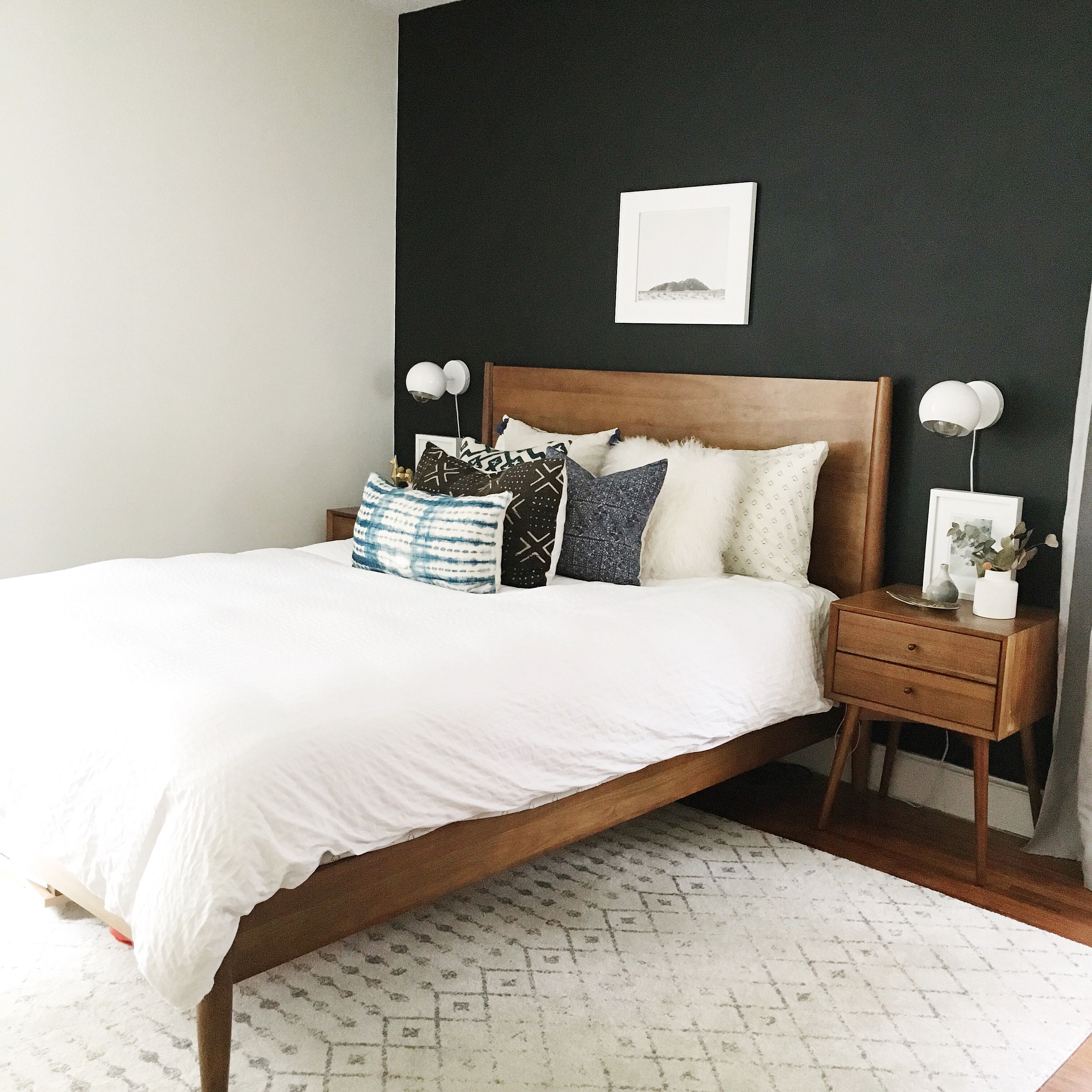Black Accent Wall Simple And Minimalist Bedroom Decor Idea Are