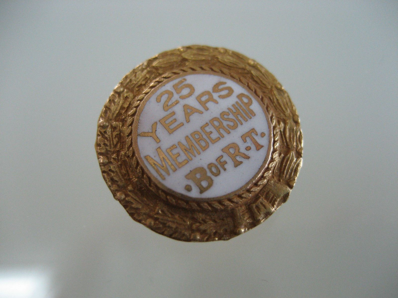 VINTAGE WHITE ENAMEL & 14K  GOLD 25 YEARS  B. OF RT. BROTHERHOOD OF RAILROAD PIN picclick.com
