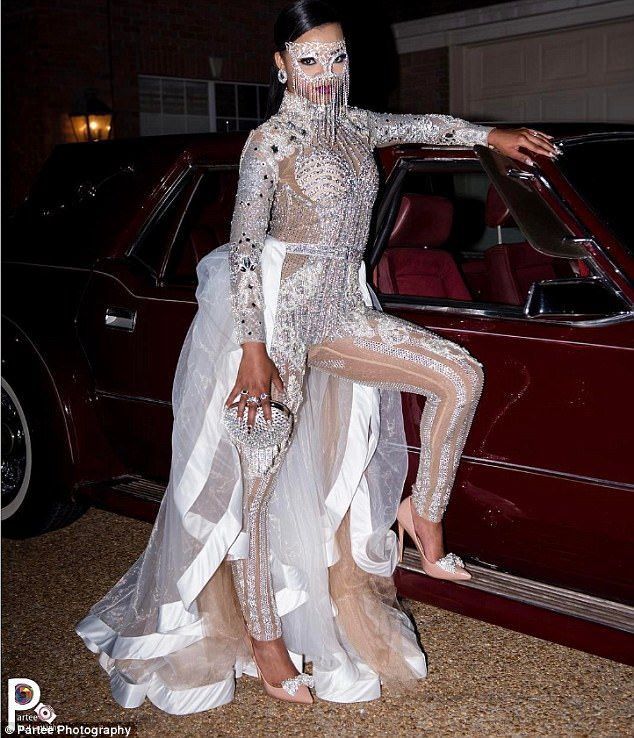 Teen Wows At Prom In 2000 Kardashian Inspired Jumpsuit Prom