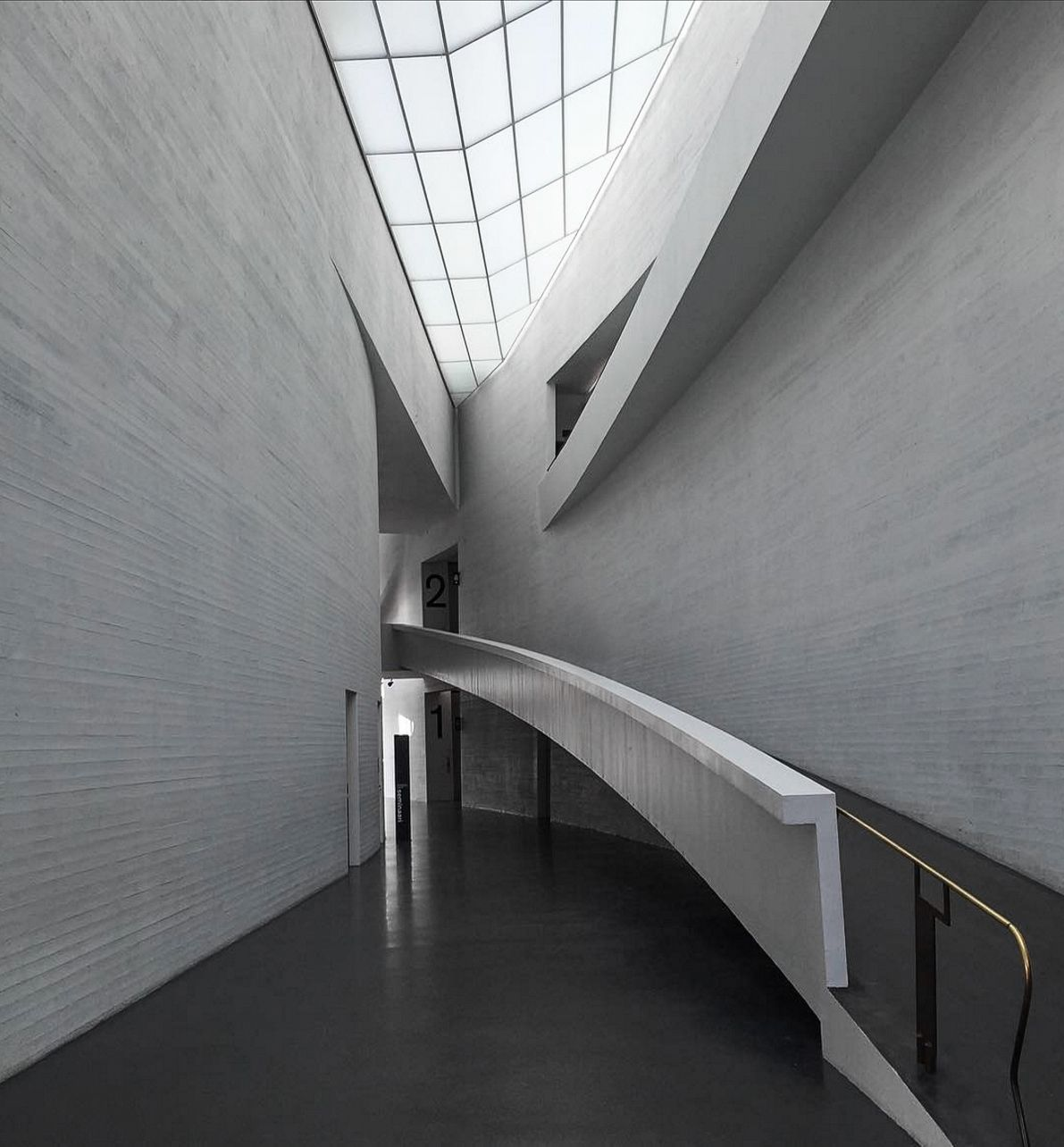 STEVEN HOLL, Kiasma (Contemporary Art Museum of the Finnish National Gallery) Helsinki, Finland, 1993-1998. View from the main entrance hall.