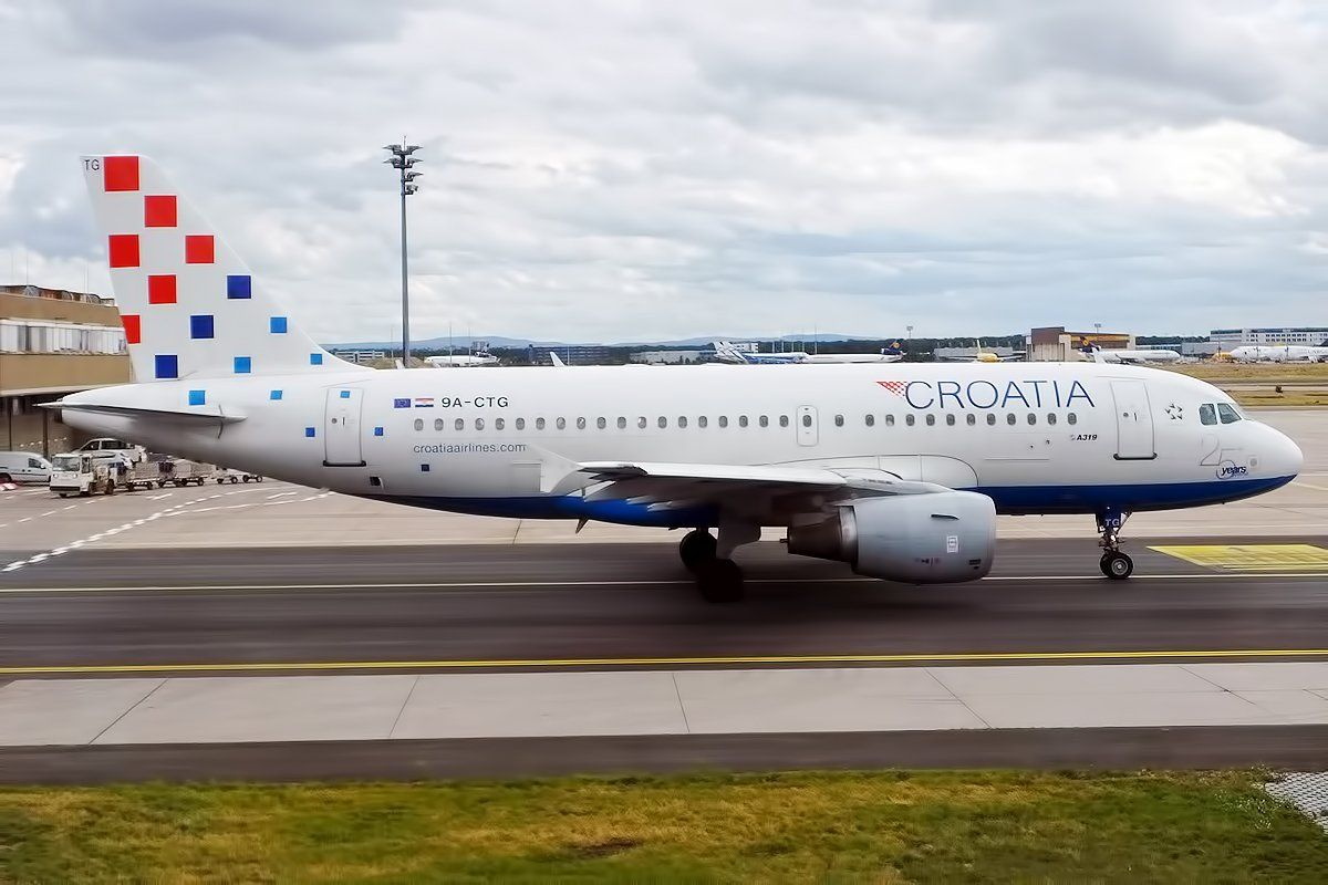 Croatia Airlines Is Expanding Its Fleet In 2020 With An Easyjet Airbus A319 An Austrian Airlines Dash 8 Q400 And An Ai Croatia Airlines Croatia Croatia Beach