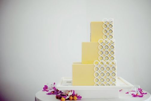 Cake by Gateaux // Photo by Olive Juice Studios