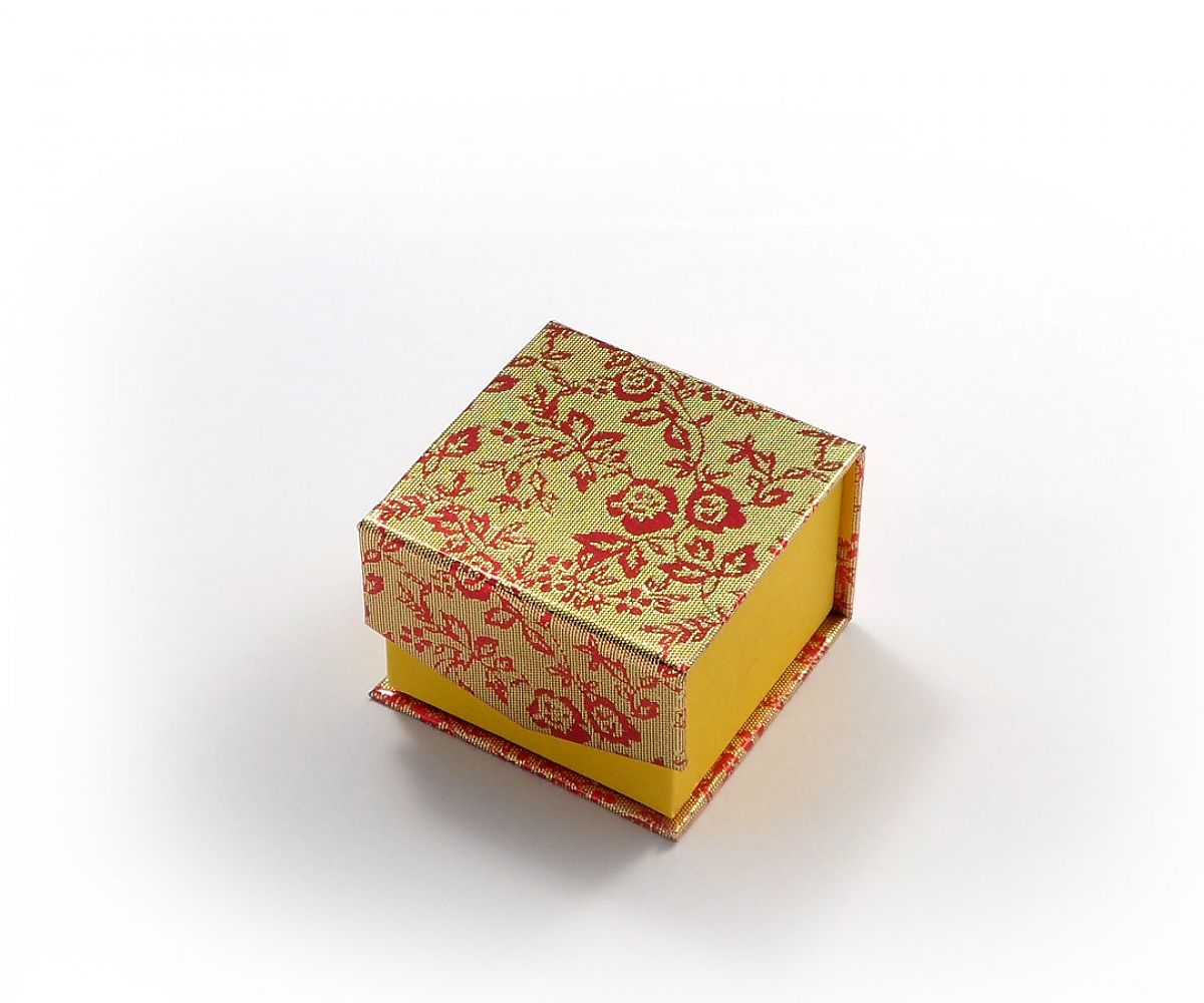Коробка желтая на магните