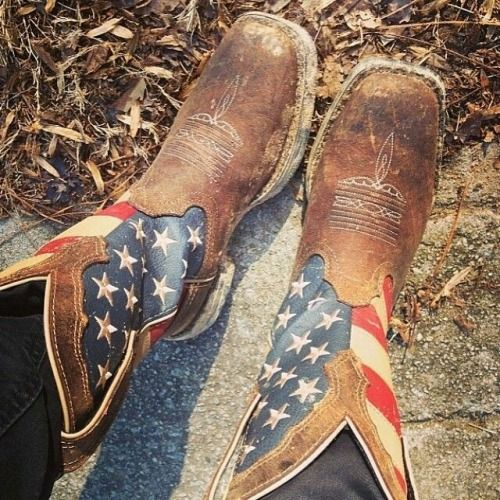 dusty-boots: steelheartgoldsoul: daisy—duke-peek-a-boo: I have these, they're so comfy. Great work boots.