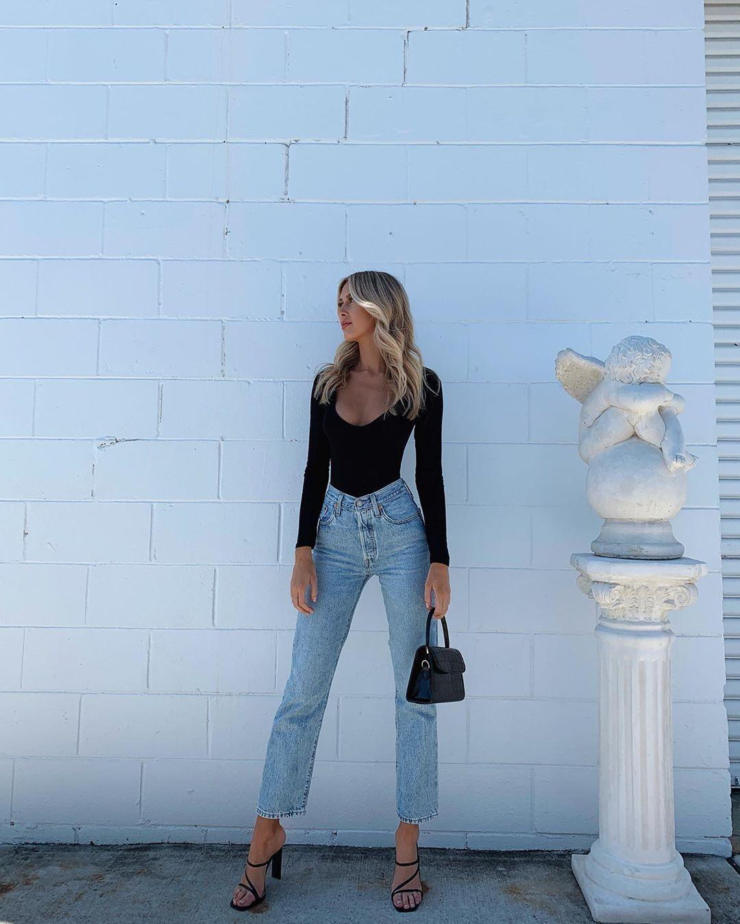Photo of black body + straight jeans + heels