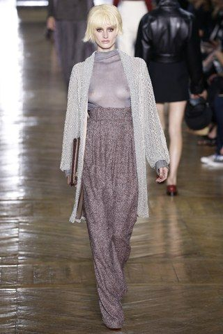 See the complete Ulyana Sergeenko Fall 2016 Couture collection.