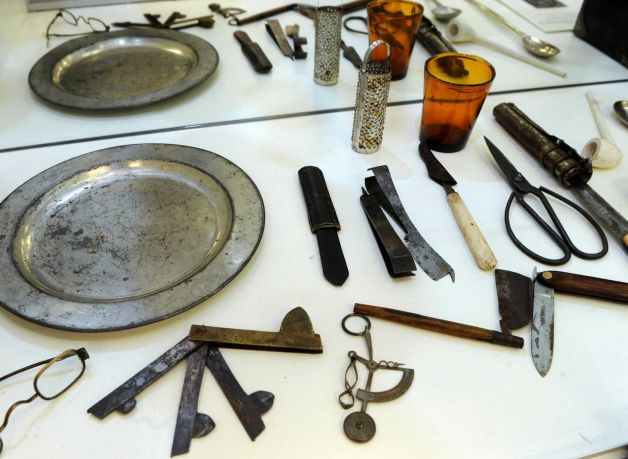Collections For The Ages At Danbury Museum Apothecaries Colonial And Colonial America