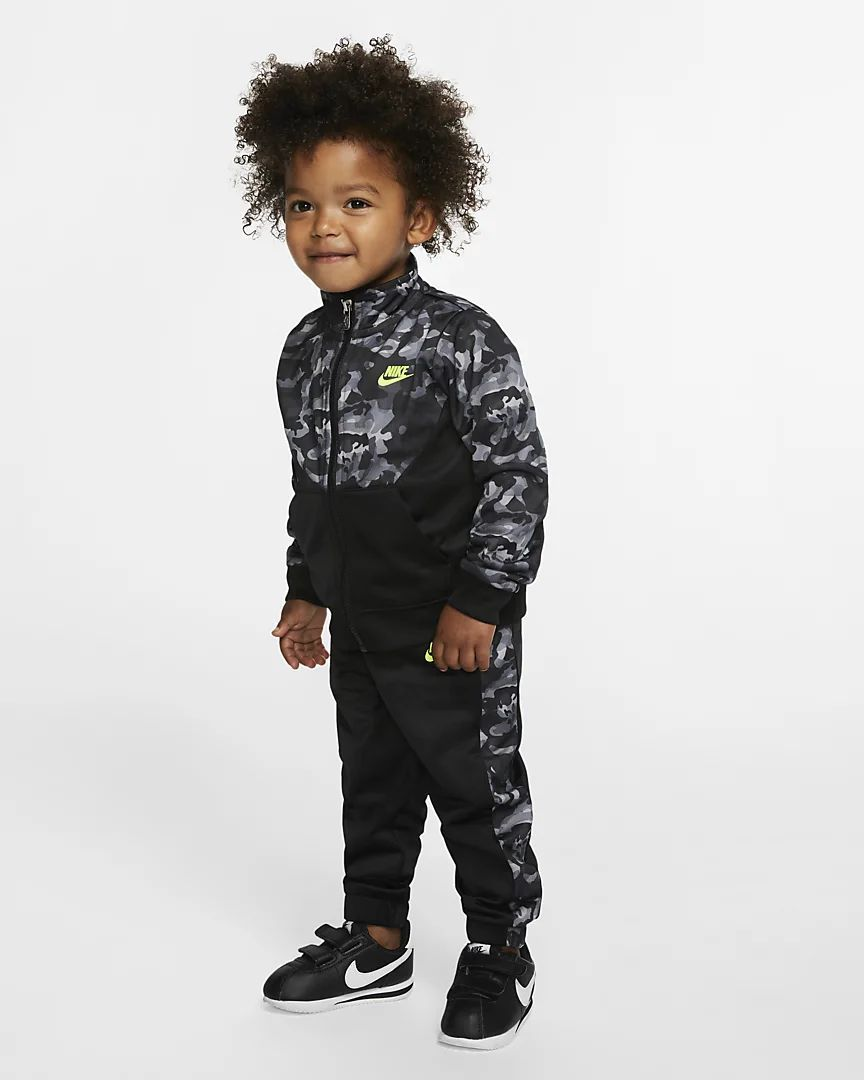 Nike Baby (12-24M) Tracksuit. Nike.com