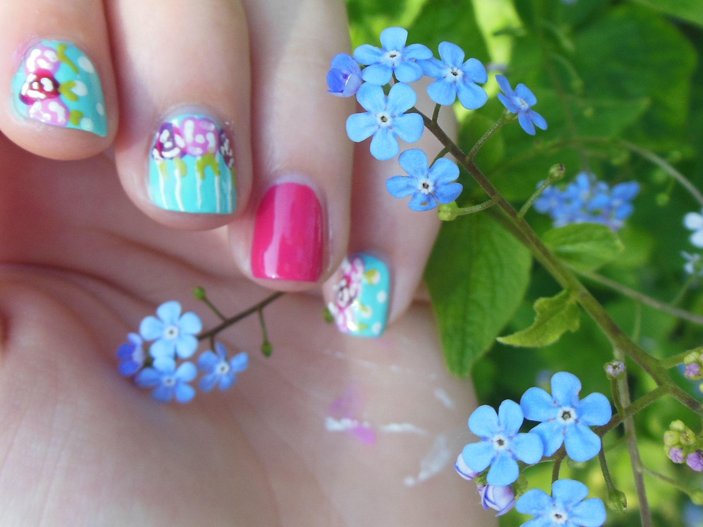 Ik heb nu al zin in de zomer! :D http://xbyus.blogspot.nl/2014/05/pretty-flower-nails.html