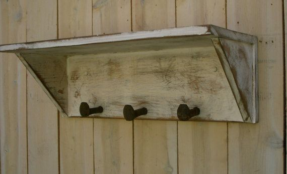 De pared estante - ganchos, traviesa, hecho a mano - Shabby Cottage - 24 pulgadas de largo