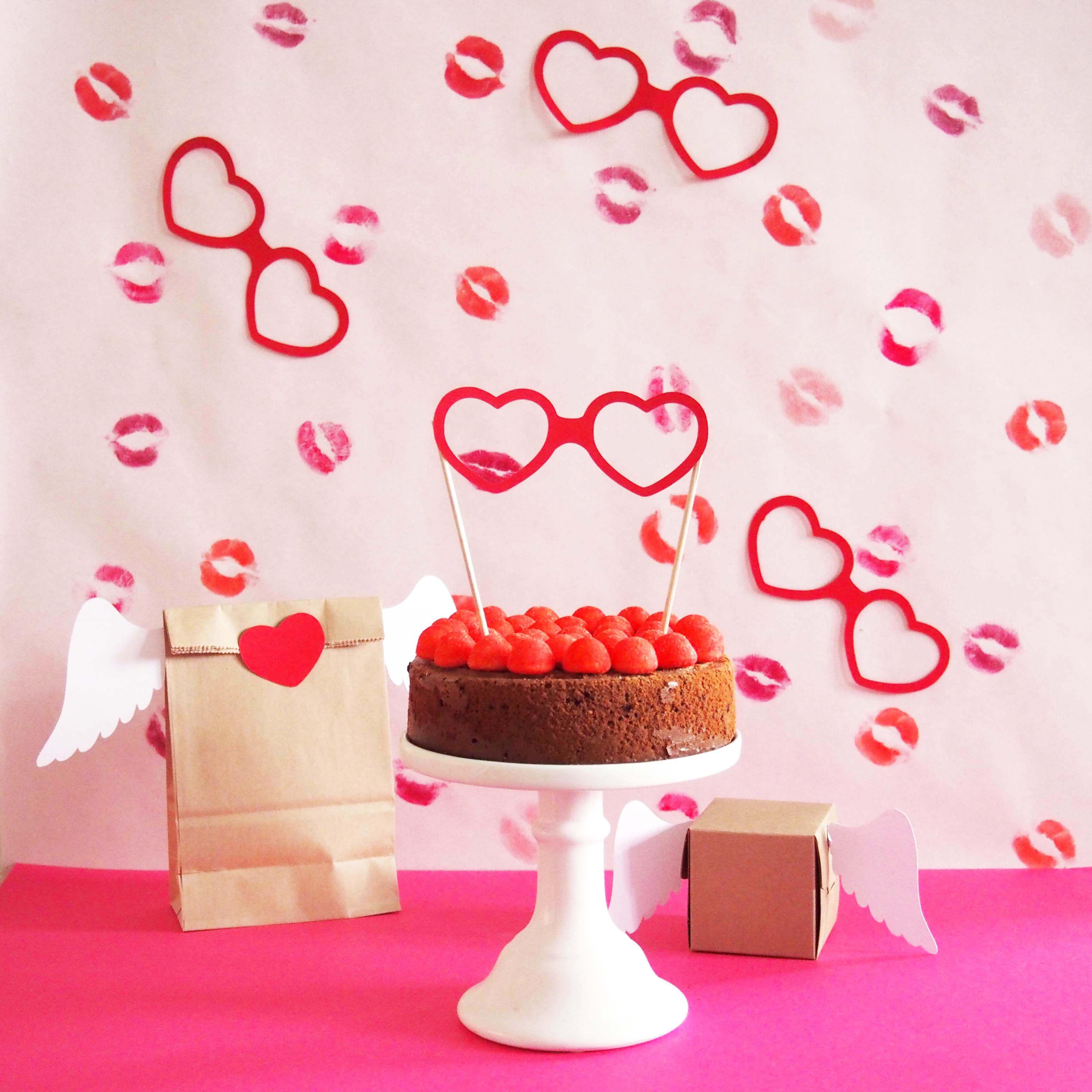 Cake stopper lunettes coeur pour St Valentin, tutoriel à retrouver sur  https    c60ba51777a1