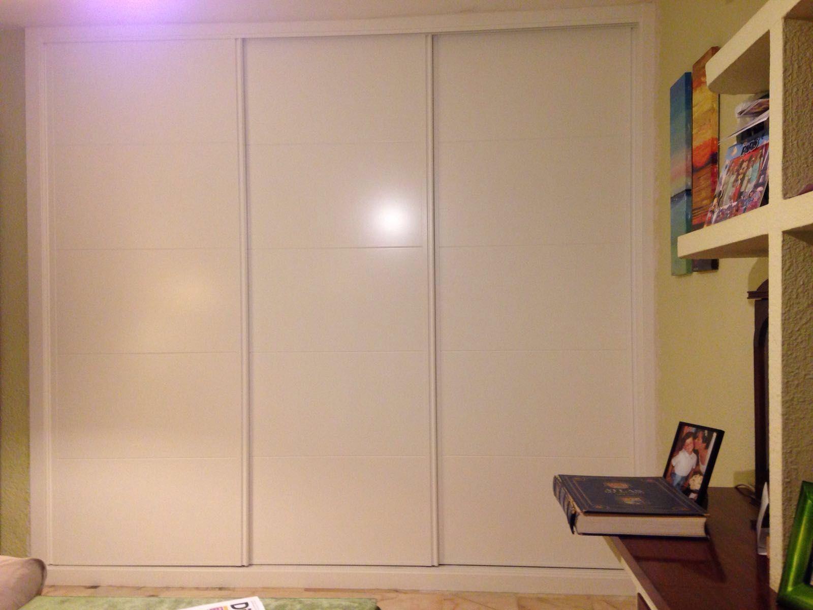 Frente de armario 3 hojas correderas lacado en blanco - Armario blanco puertas correderas ...