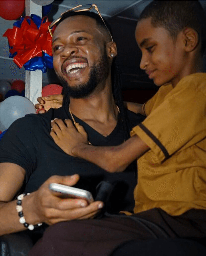 Meet Blind Liberian Boy Who Sings Well To Flavour's Songs (Video