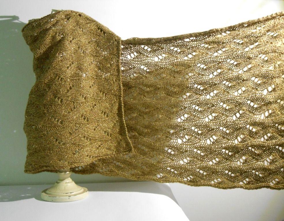 a basso prezzo af820 c0515 scialle elegante a maglia, stola oro lavorata ai ferri : Sciarpe ...