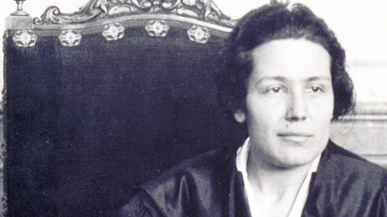 Victoria Kent, malagueña, fue la primera mujer abogada de España y ocupó cargos relevantes en la política.