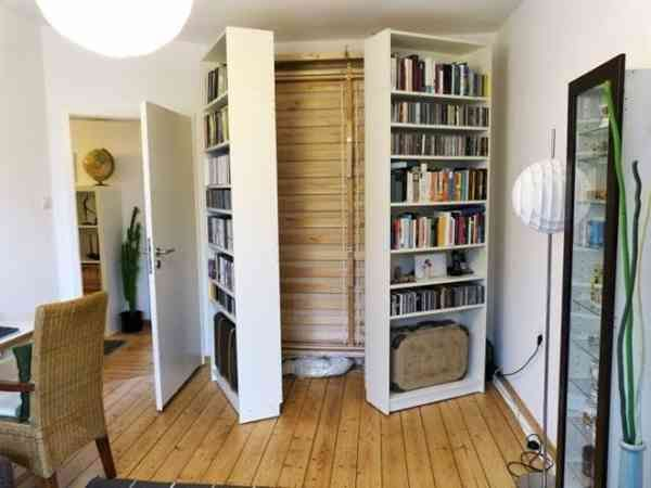 ikea murphy bed hack where i would use wheels on the bookcases eine klasse idee. Black Bedroom Furniture Sets. Home Design Ideas