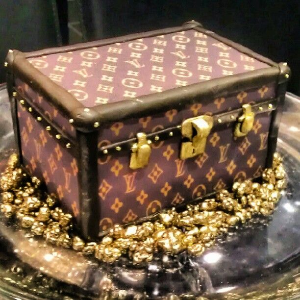 Swell Calling All Shoppers This Louis Vuitton Box Is Edible Isnt She Funny Birthday Cards Online Benoljebrpdamsfinfo