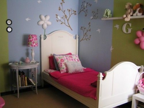 Love how this could be a boys room idea or a girls kids room