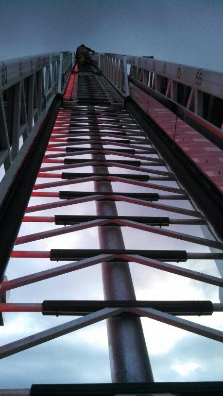 fire truck 100 foot up long climb ladder 14 firefighters