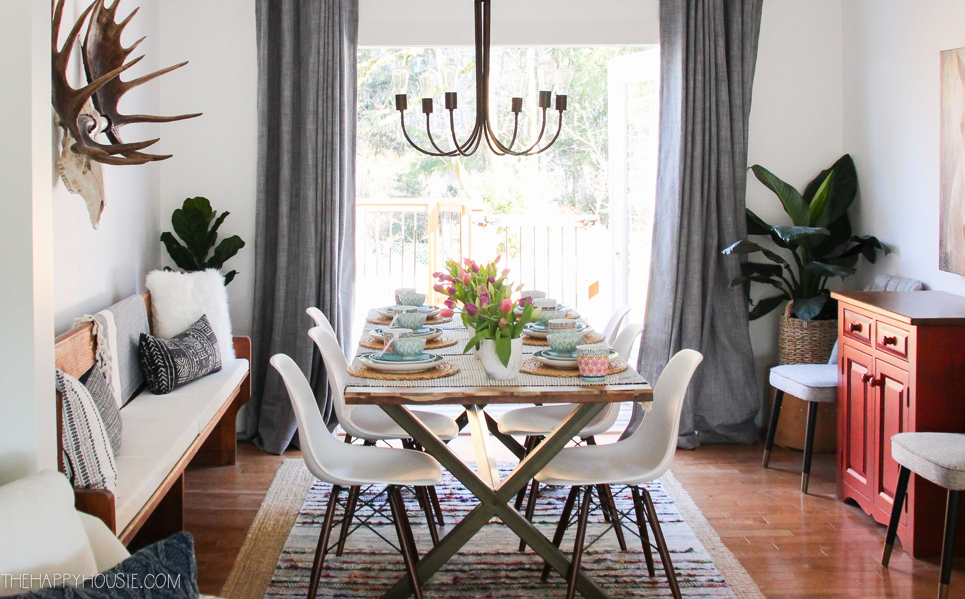 Simple Boho Chic Spring Dining Room Tablescape The Happy Housie Contemporary Decor Living Room Dining Room Decor Boho Dining Room