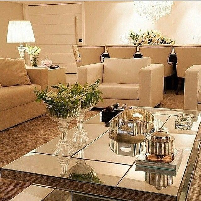 Espelho na mesa de centro...  #living #livingroom #salotto #sala #decor #ksa #homedesign #idea #clean #allwhite #iluminação #morning #buongiorno