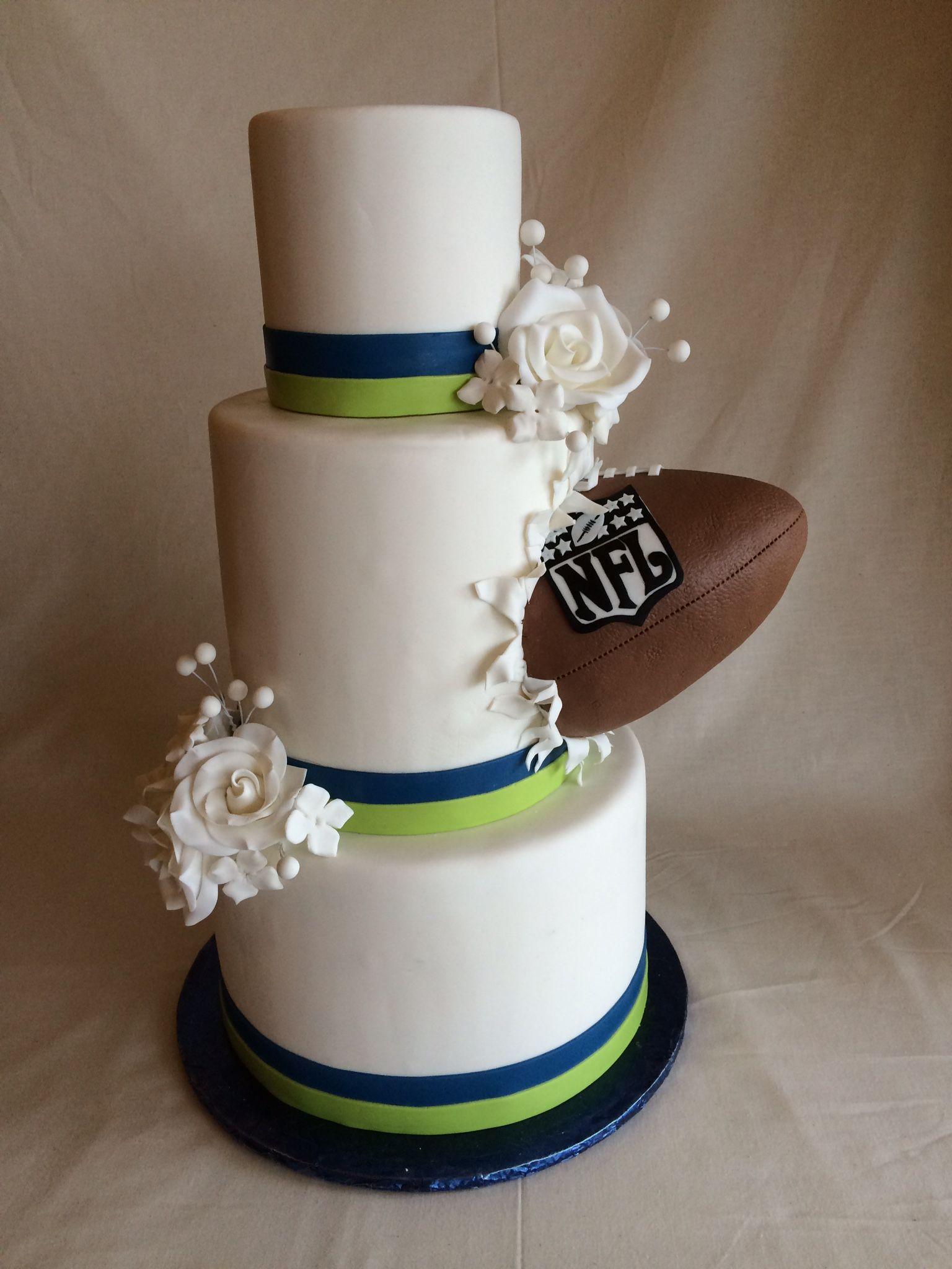 football themed wedding cakes football wedding cake superbowl wedding seahawks 14394