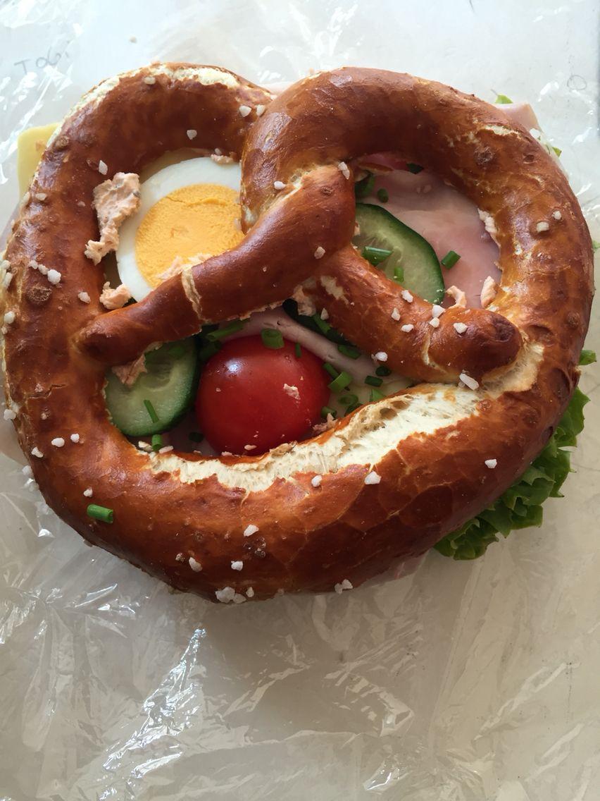 Bestes bayrisches Frühstück  Brezen