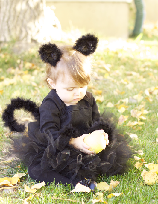 Do it yourself divas diy black cat costume addisons vintage do it yourself divas diy black cat costume solutioingenieria Choice Image