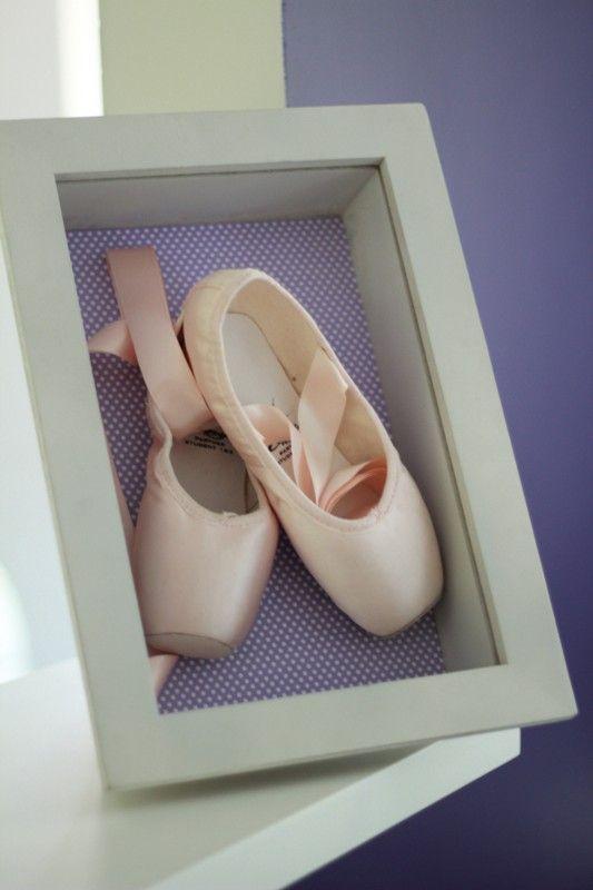 daac517c76 Moldura decorativa com sapatilha de ballet - Criative-se