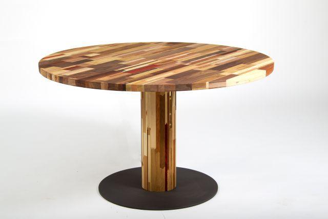Ronde Tafel 130 : Een ronde tafel van cm diameter met ronde kolom en rond blad