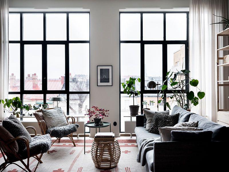 Uyutnaya Sovremennaya Kvartira V Byvshem Promyshlennom Zdanii V Stokgolme Foto Idei Dizajn Floor To Ceiling Windows Modern Apartment Scandinavian Apartment