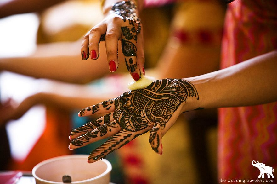 Mehndi Henna Lemon : Lemon juice mixed with sugar is put on henna to help get the colour
