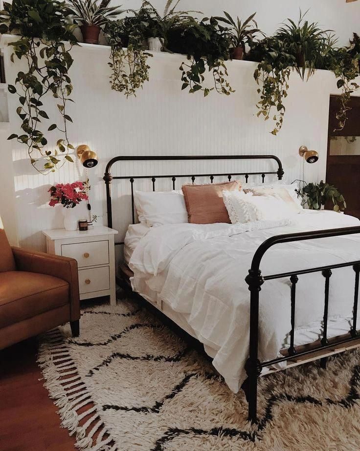 I live the bed nor the potted plants. #Bedding #beautifulbedding #europehomedecoration #apartmentdecor