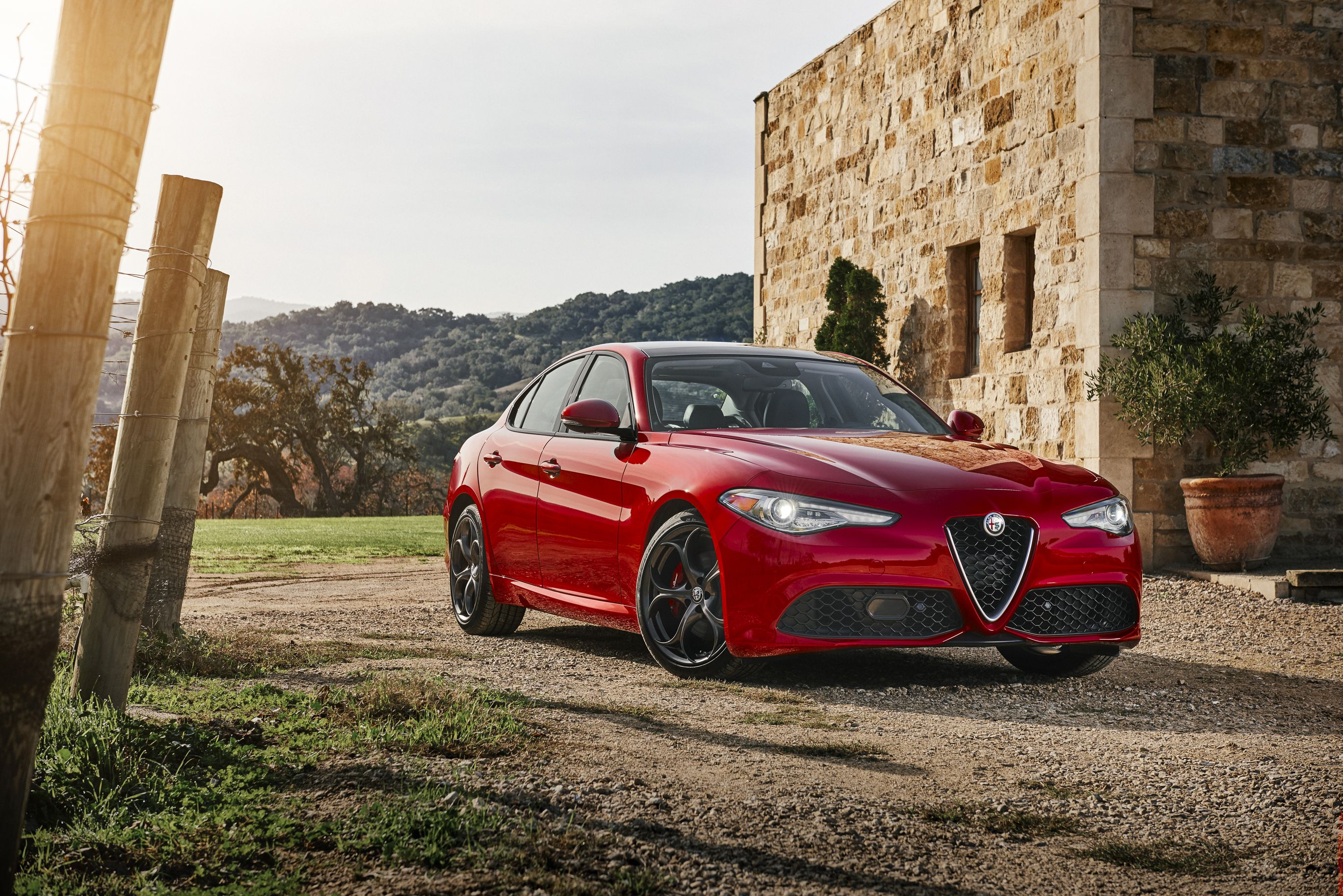 2017 Alfa Romeo Giulia Ti Sport Q4 Small Luxury Cars Alfa Romeo Giulia Alfa Romeo