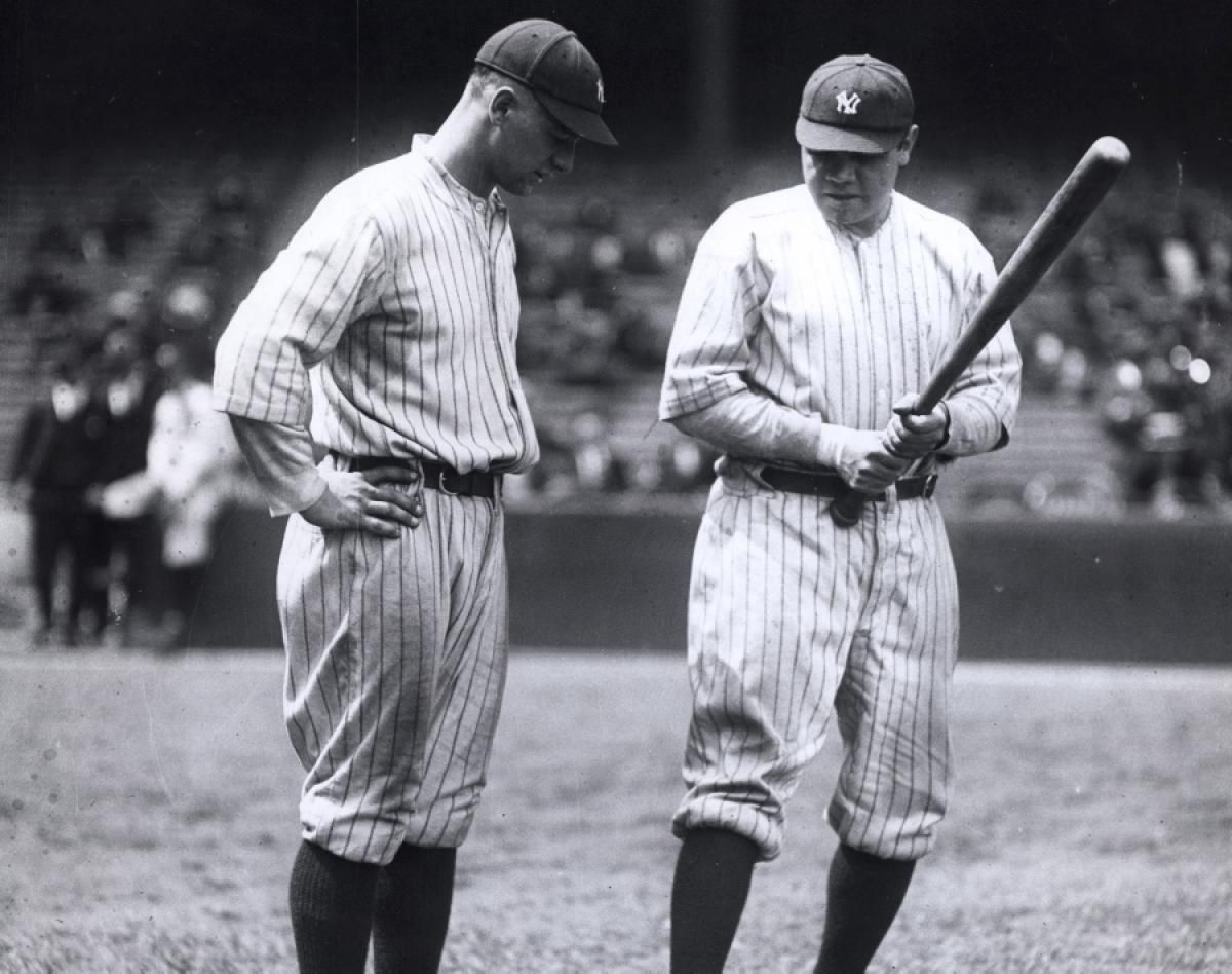 Baseball Hall Of Famers Lou Gehrig L And Babe Ruth Appear Deep In Conversation As They Stand On The Field In 1923 The Babe Ruth Lou Gehrig New York Yankees