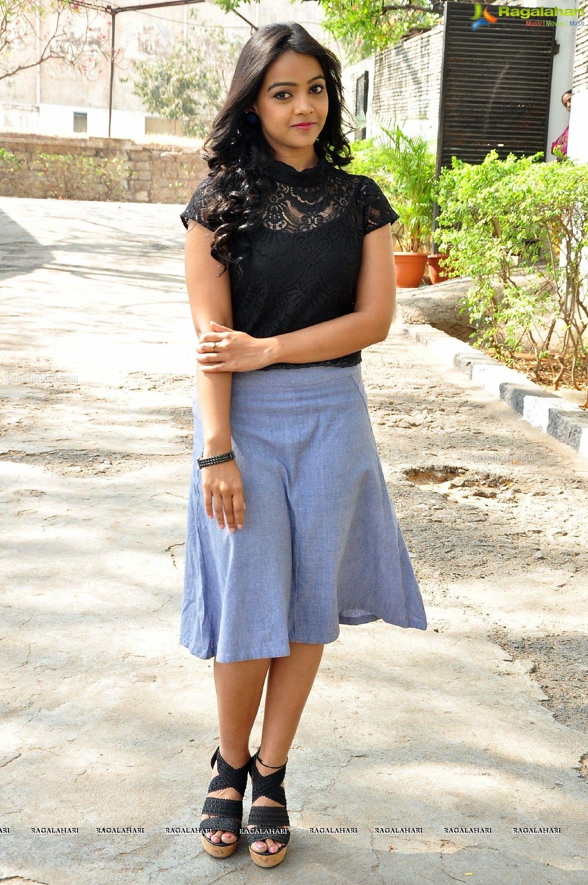 Под юбкой у индийских актрис фото 414-91