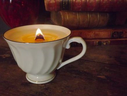 Tea Cup Candle in beautiful scents! wood wick with soy! $12 #candles #teacup #gift