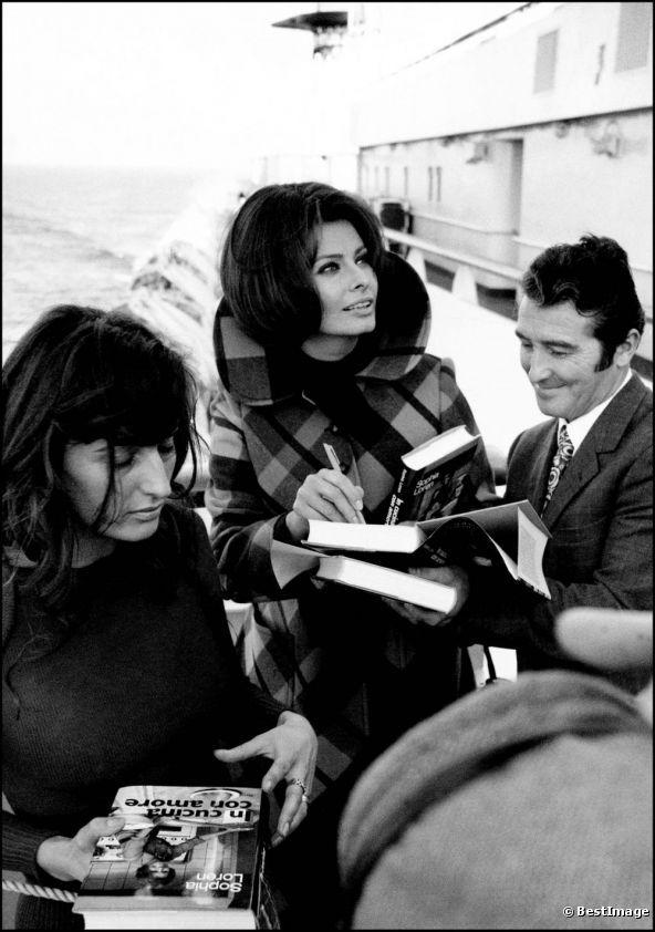 Sophia Loren signs copies of her cookery book \