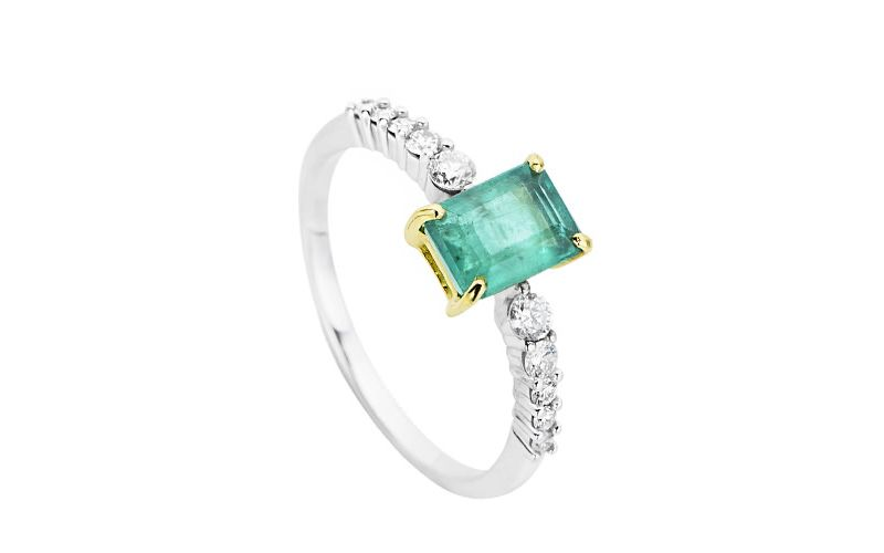 8ad1004b724 23 alianças de noivado com esmeraldas para você se inspirar