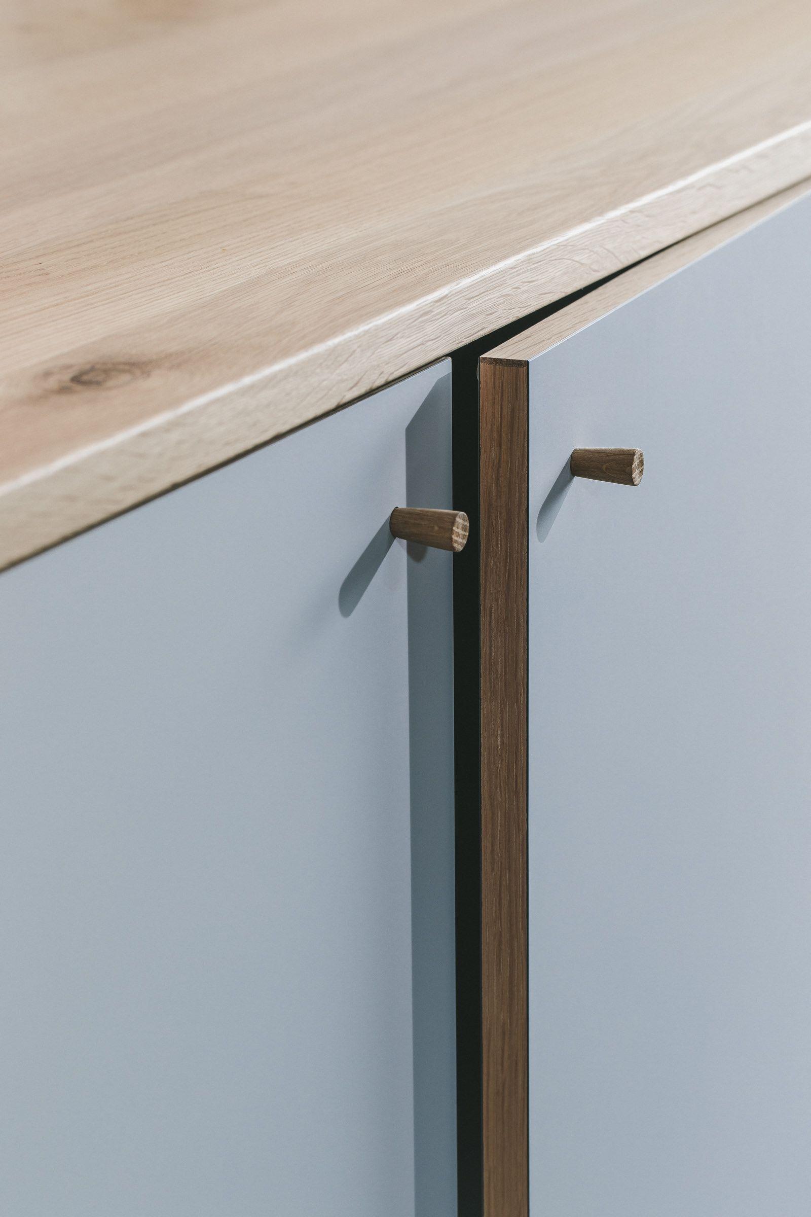 Solid Oak Lipped Door Edge With Oak Worktop And Hand Turned Handles Husk Kitchens Bristol Furniture Design Door Handles Howdens Kitchens