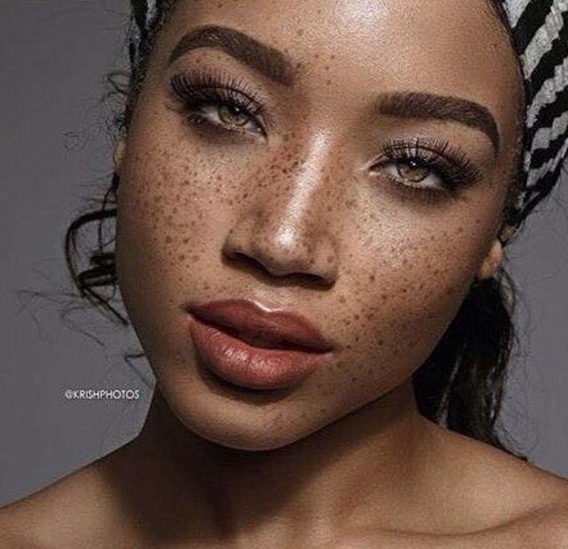 hübsche schwarze Damen