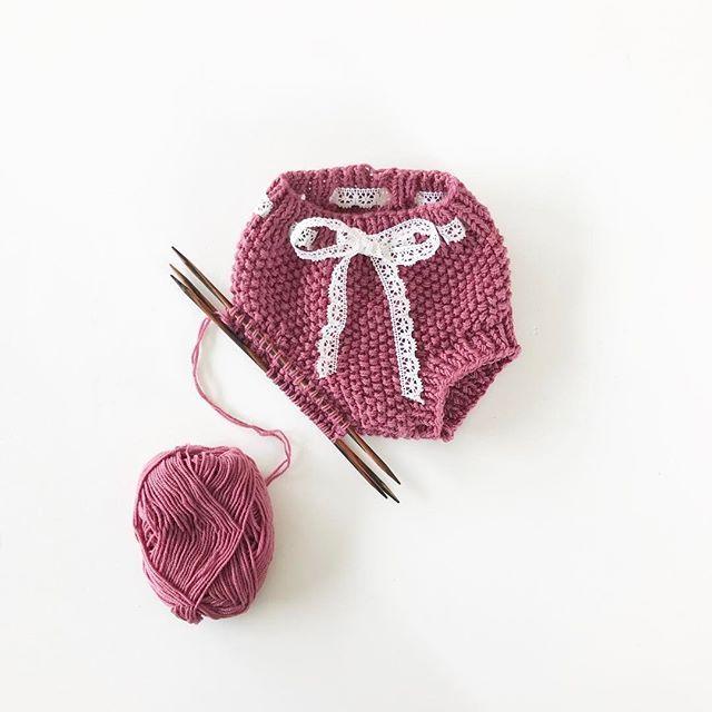 Turboshorts i perlestrikk! #turboshorts#perleturboshorts @morsine3 #jentestrikk#knitting_inspiration#knitting#instaknit#knitstagram#knittersofinstagram#i_loveknitting##knittinglove#knitting_is_love#strikking#strikkemamma#babystrikk#strikktilbaby