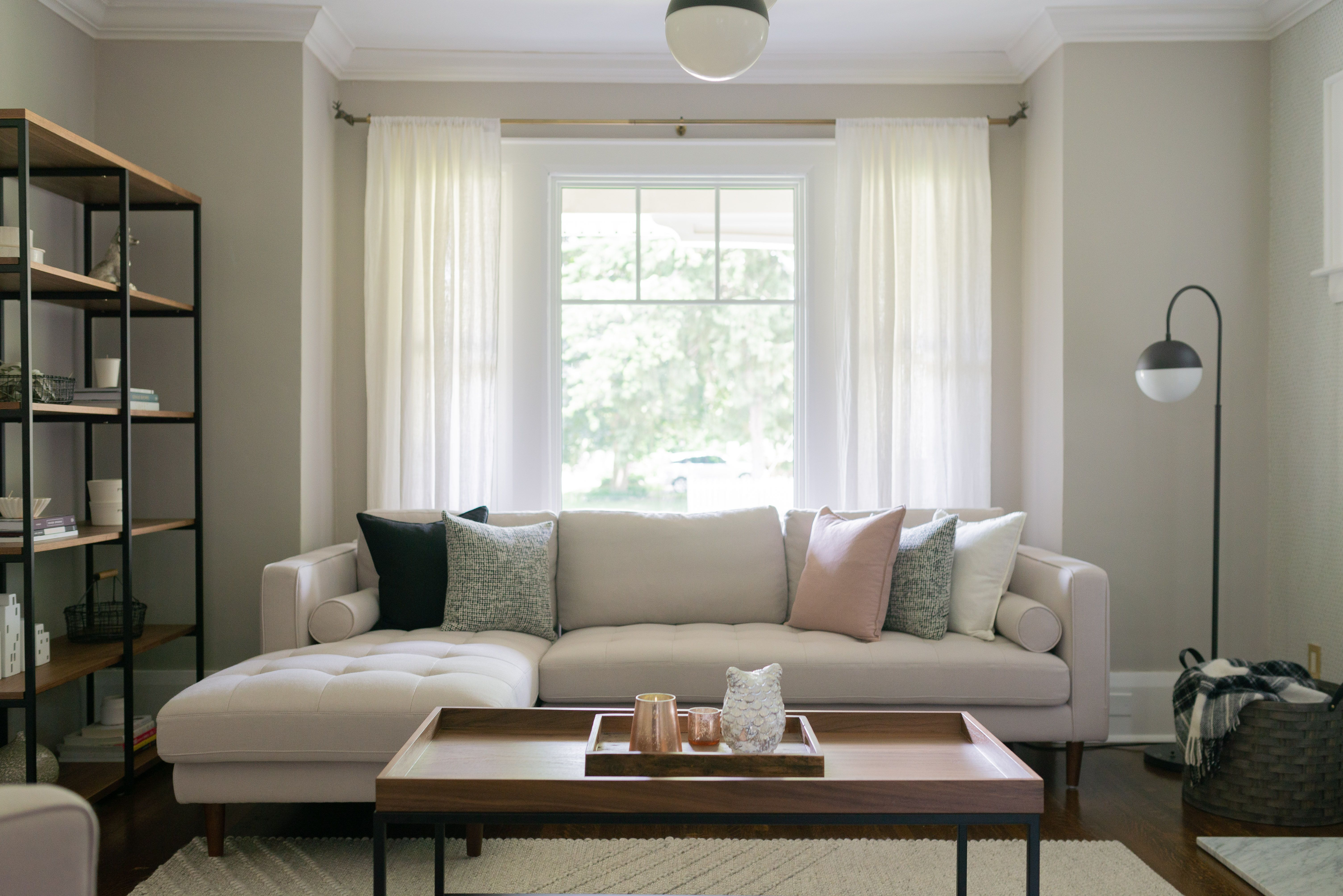 How to Make Mismatched Decor Feel Cohesive Living room