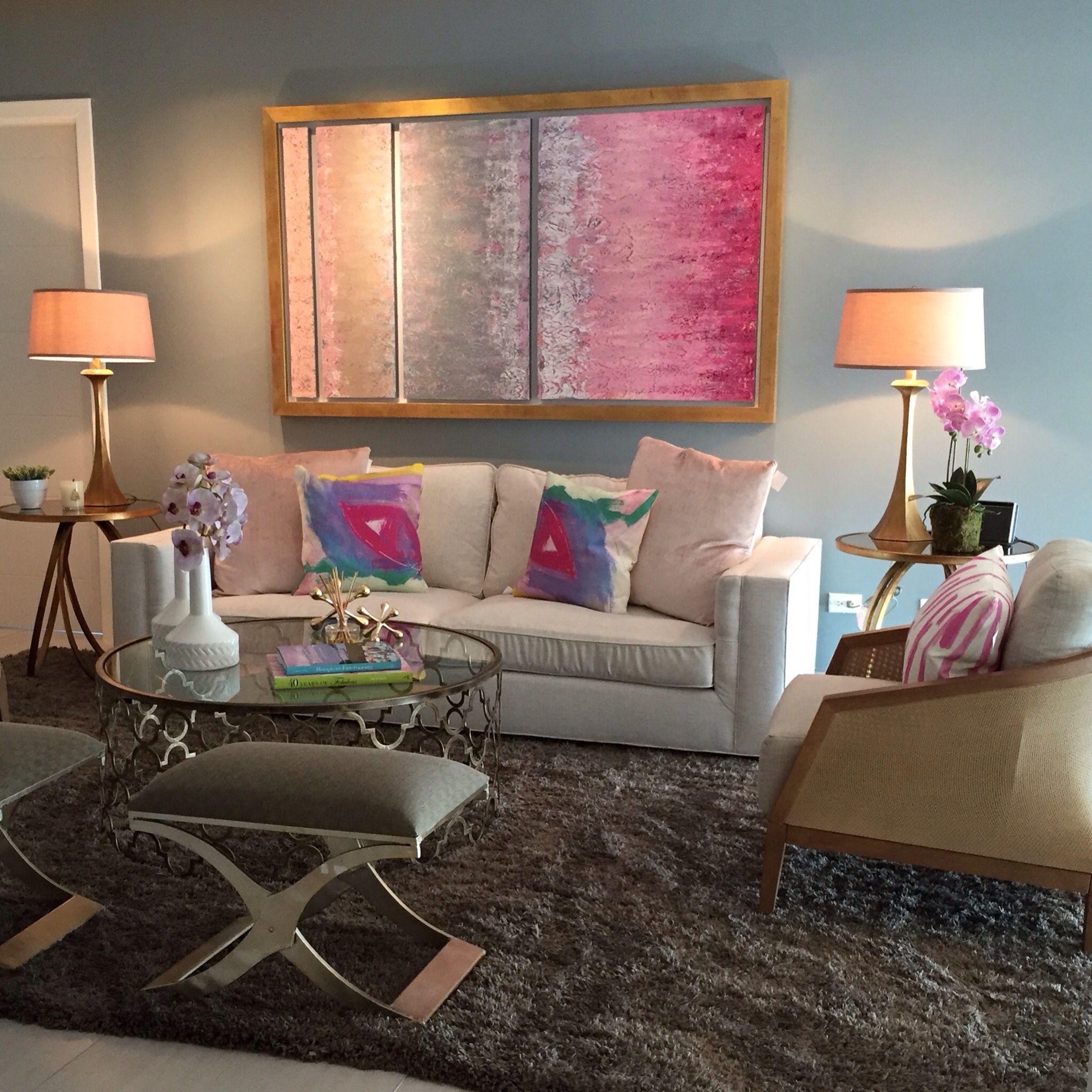 Sala En Colores Rosa Gris Blanco Y Dorado Por Priscilla Conte  # Muebles Segunda Mano Noia